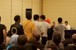 Audience lines up to ask Tohru Furuya a question